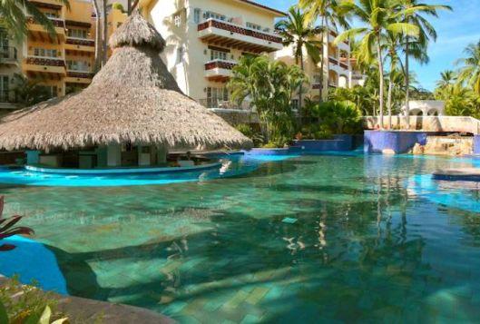 Pool at Isla Grand Resort