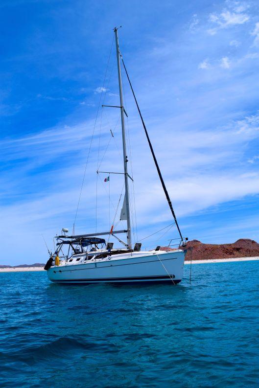 Sereno II at anchor Isla San Francisco